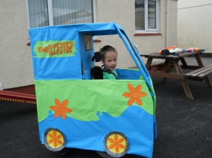 sports-day-paradise-park-scooby-van-205